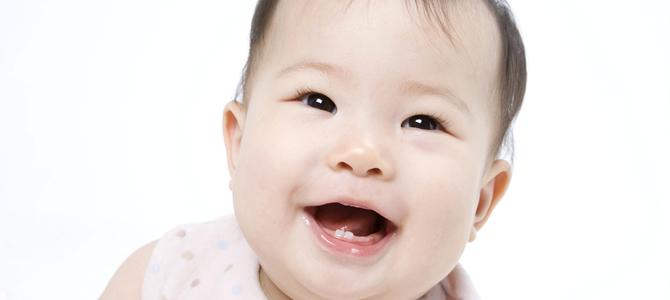 赤ちゃんの歯はいつ生える?生え始めの兆候は?